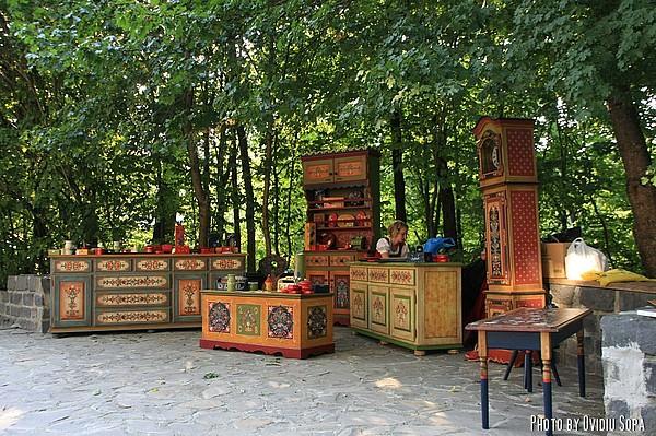 Mobila pictata - Targul mesterilor populari din Sibiu