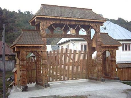 Poarta Maramureseana cu 8 stalpi - Marco Mara