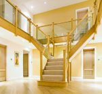 Scara in Y cu balustrada de lemn