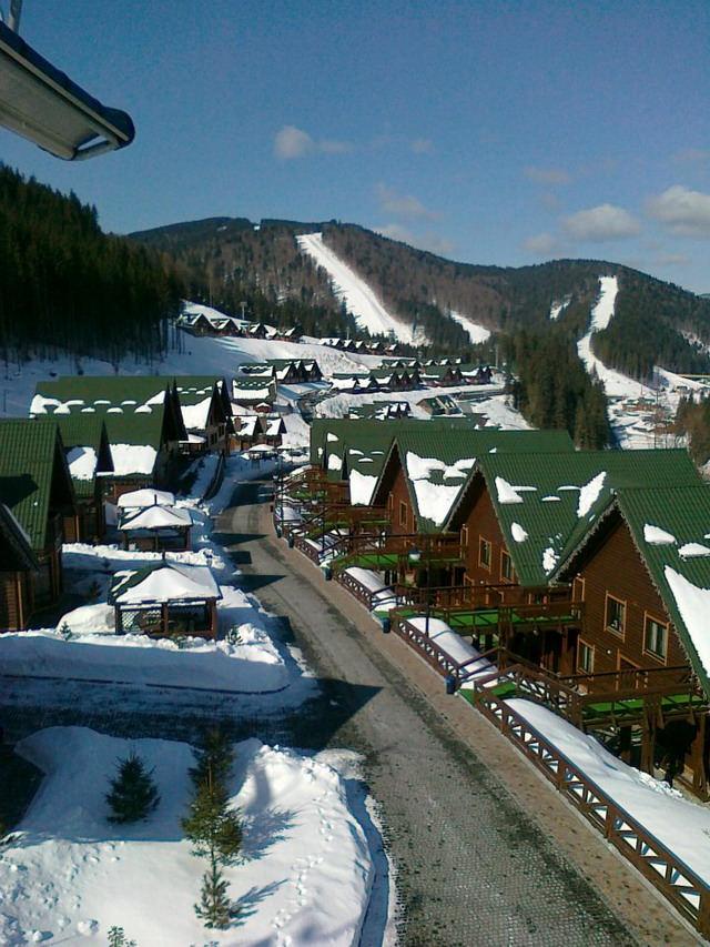 Complexul de cabane din lemn - Hortitia Bukovel Resort