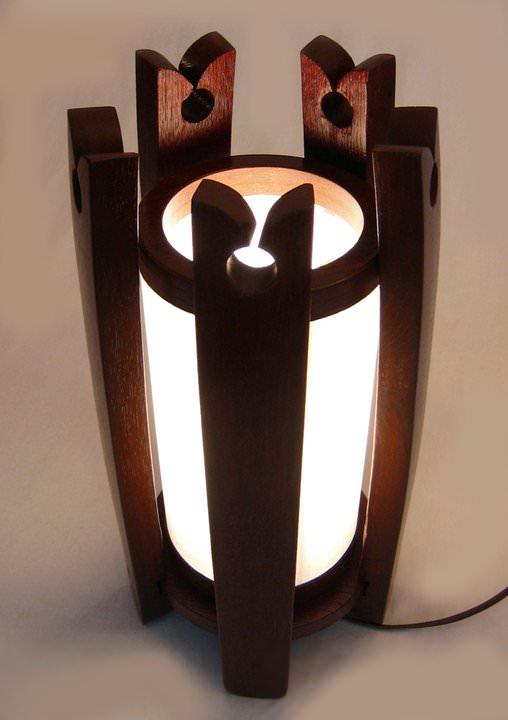 Lampa din elemente de donita