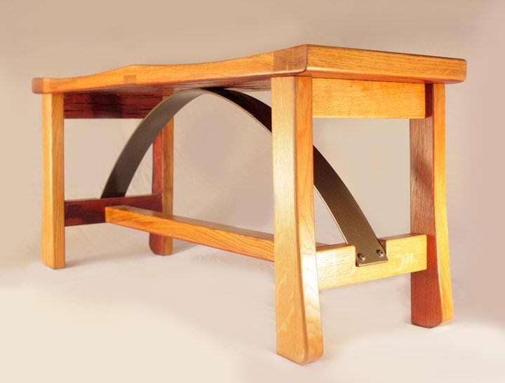 Masa din lemn masiv din doage de butoi