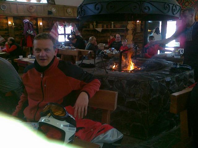 Interior de cabana din varful partiei