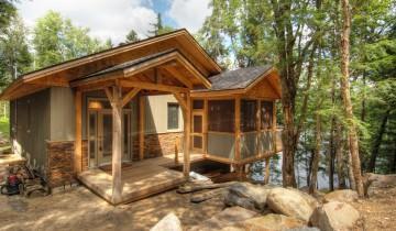 Lemn și piatra – rezultatul e o cabana pentru relaxare