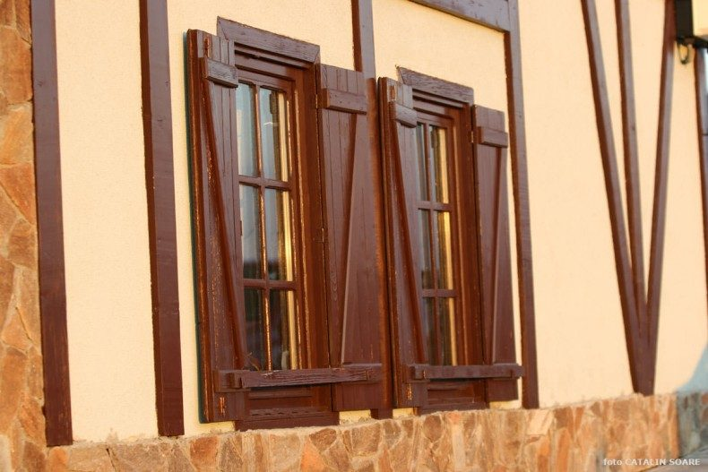 Cabana - detaliu obloane rustice