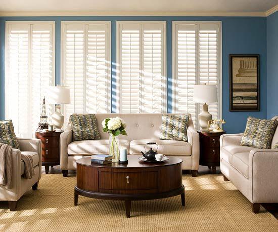 Sufragerie albastra cu masuta de cafea rotunda