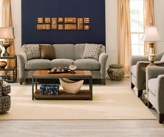 Sufragerie luminoasa canapele de stofa si decor uni pentru pereti idei de amenajare a living