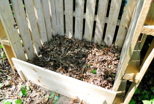 utilizarea paletilor de lemn pentru compost