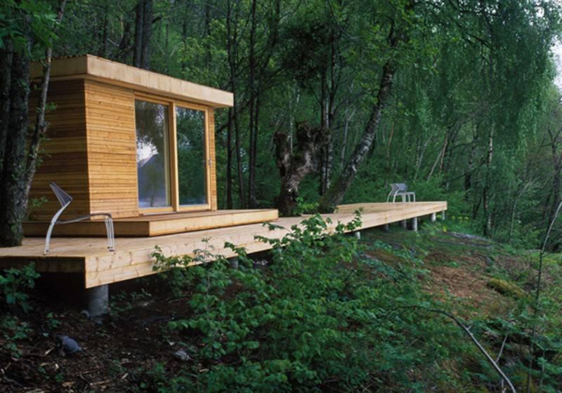 Design inedit pentru cabana din padurea de pe marginea lacului