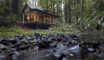 In inima padurii boreale, o fermecatoare cabana californiana!