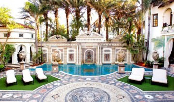 Welcome to Miami! Resedinta Versace!