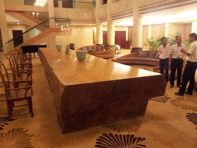 Masa dintr-un singur trunchi de copac - Hotelul Saecy Wuyi Mountains