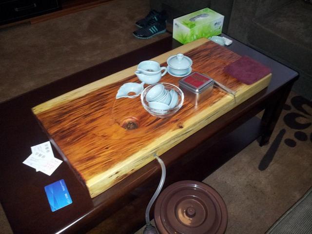 Masa de ceai din camera de hotel, surpriza din partea d-lui Lin