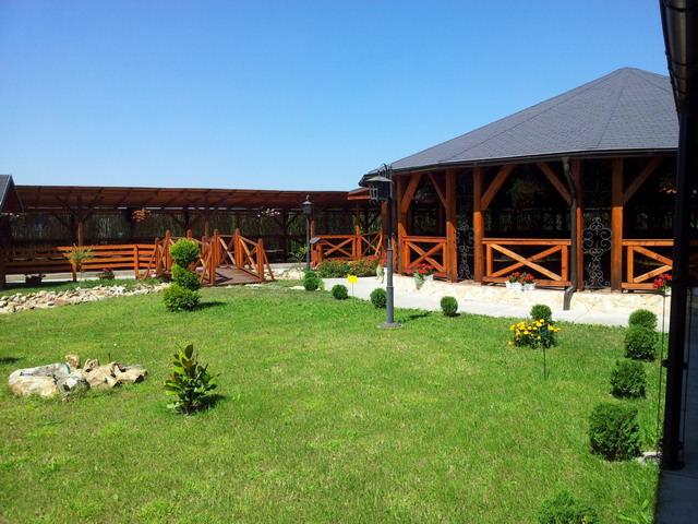Terasa de restaurant din lemn