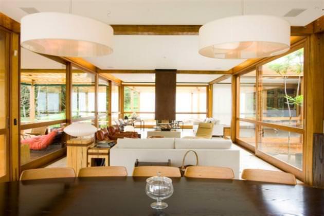 "<a href=""https://www.stejarmasiv.ro/wp-content/uploads/2012/08/Grid-House-by-Brazilian-architectural-studio-FGMF-2-unique-interior-decoration.jpg"" alt=""design interior""></a>"