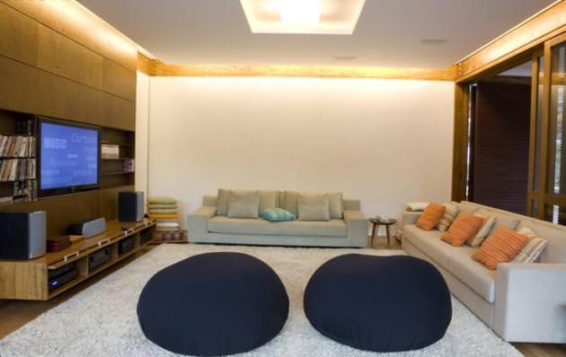 "<a href=""https://www.stejarmasiv.ro/wp-content/uploads/2012/08/Grid-House-by-Brazilian-architectural-studio-FGMF-4-unusual-interior-decoration.jpg"" alt=""design interior""></a>"