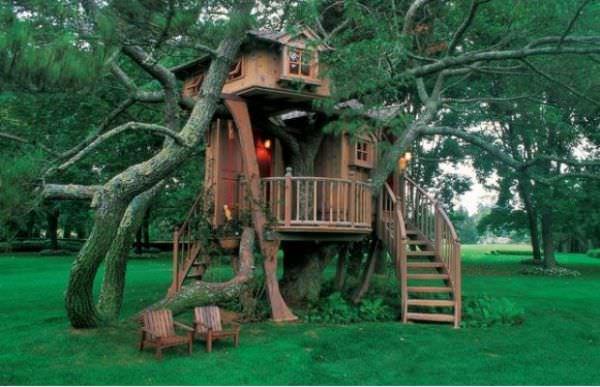 Casute din lemn pentru copii in copac
