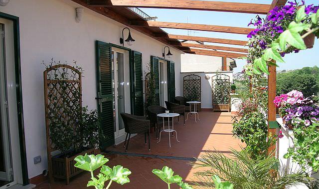 terasa cu flori Althea Inn Roma