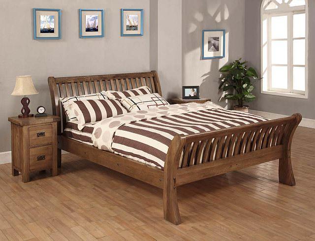 pat de dormitor din lemn masiv
