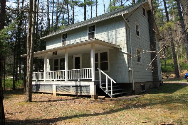 casa de lemn cu etaj