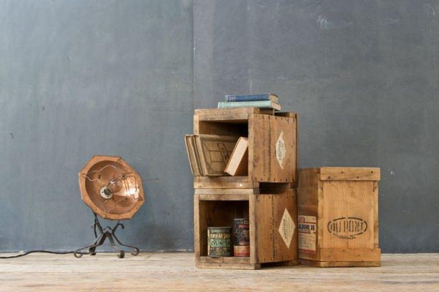 """<img src=""""https://www.stejarmasiv.ro/wp-content/uploads/2013/02/Cutii-pentru-transport-marfa-vintage.jpg"""" alt=""""lădiță de lemn"""" />"""