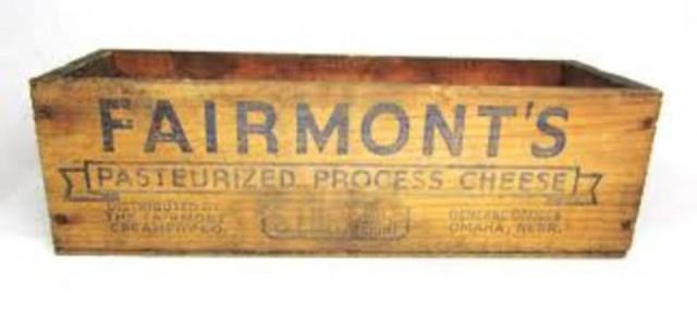 "<img src=""https://www.stejarmasiv.ro/wp-content/uploads/2013/02/Fairmount-cheese.jpeg"" alt=""cutie de lemn"" />"