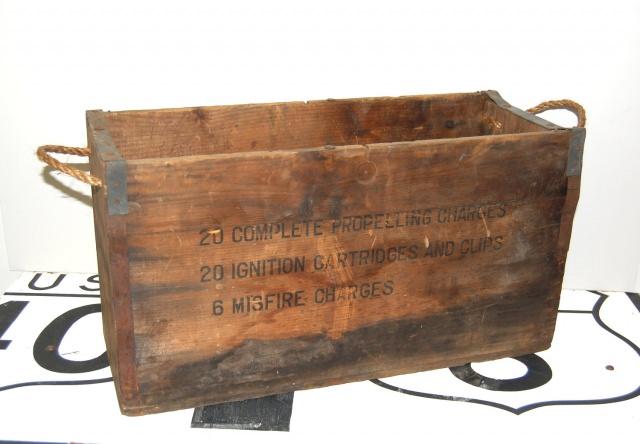 """<img src=""""https://www.stejarmasiv.ro/wp-content/uploads/2013/02/cutie-de-lemn-pentru-dinamita.jpg"""" alt=""""lădiță de lemn"""" />"""