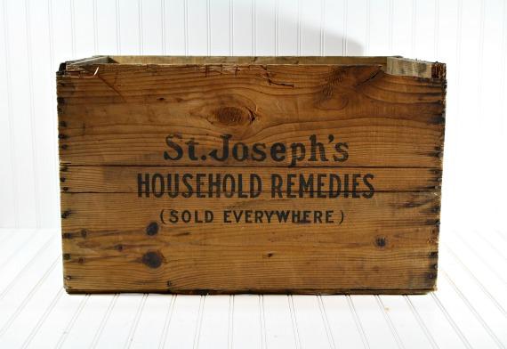 "<img src=""https://www.stejarmasiv.ro/wp-content/uploads/2013/02/cutie-de-lemn-pentru-medicamente.jpg"" alt=""cutie de lemn"" />"