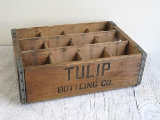 "<img src=""https://www.stejarmasiv.ro/wp-content/uploads/2013/02/cutie-din-lemn.jpg"" alt=""lădiță de lemn"" />"