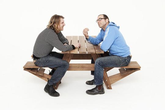 "<img src=""https://www.stejarmasiv.ro/wp-content/uploads/2013/03/masa-de-lemn-pentru-picnic.jpg"" alt=""bancă picnic"" />"