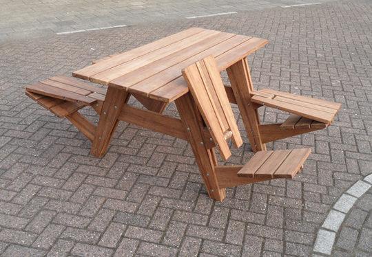 "<img src=""https://www.stejarmasiv.ro/wp-content/uploads/2013/03/masa-de-picnic-din-lemn-combinata.jpg"" alt=""bancă picnic"" />"