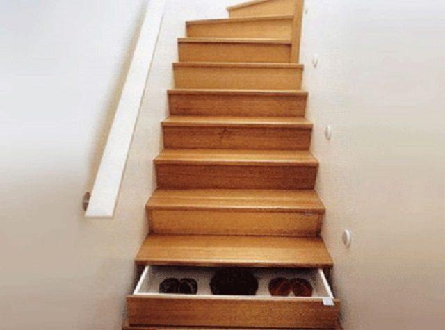 scari interioare cu spatiu de depozitare