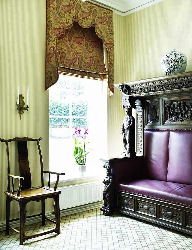 divan cu jilț - mobila sculptata - cel mai frumos hotel