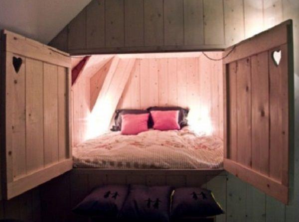 dormitor in camera ascunsa