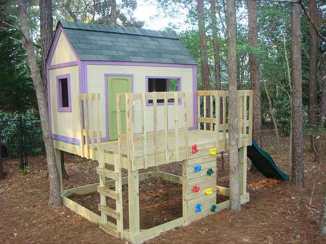 loc de joaca casuta pentru copii