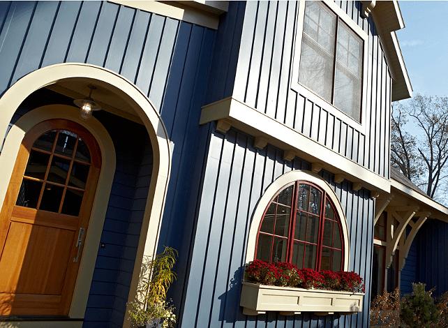 casa albastra de pe malul lacului