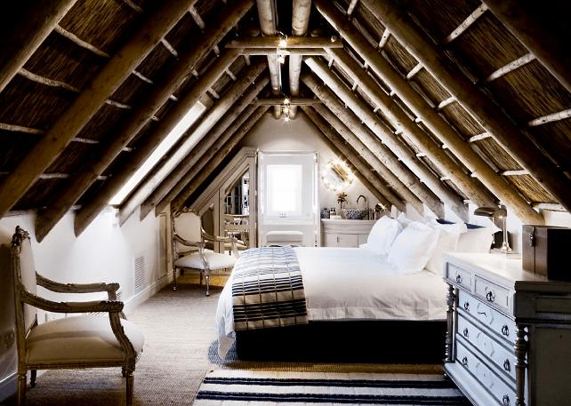 dormitor de lux cu grinzi din lemn masiv