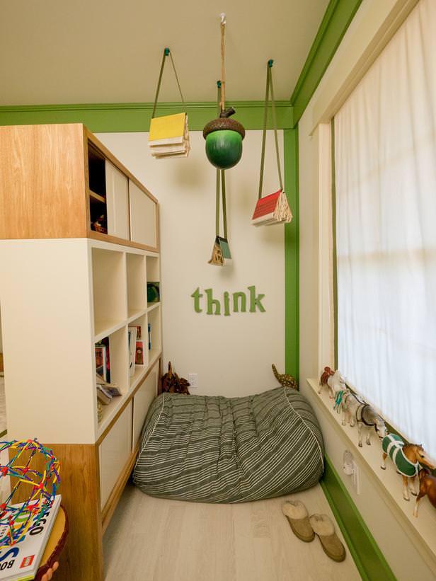 "<img src=""https://www.stejarmasiv.ro/wp-content/uploads/2013/05/spatiu-de-joaca-cu-saltea.jpg"" alt=""camera copii"" />"