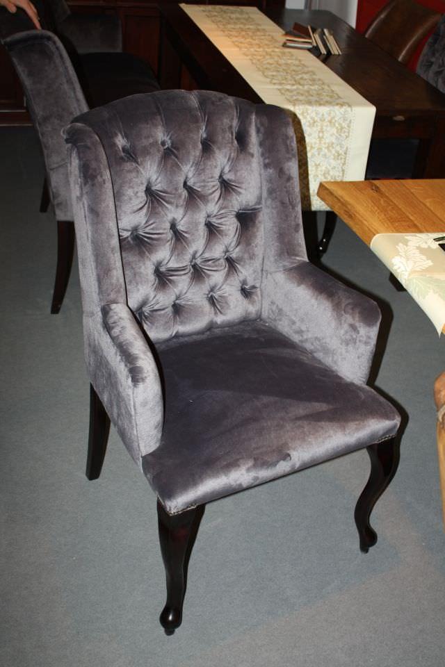 scaune tapitate cu piele sau material textil