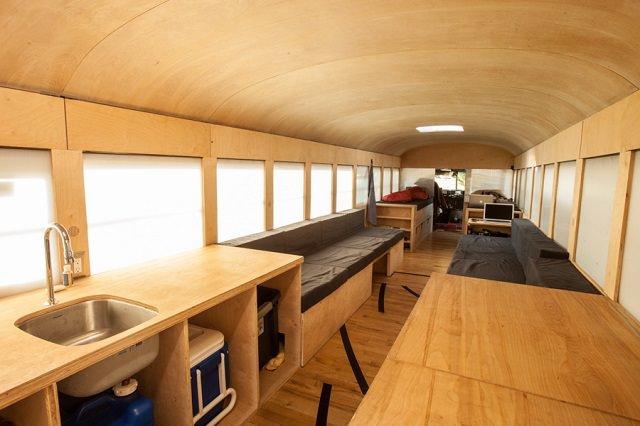 casa din autobuz - arhitect ingenios cu casa la plimbare