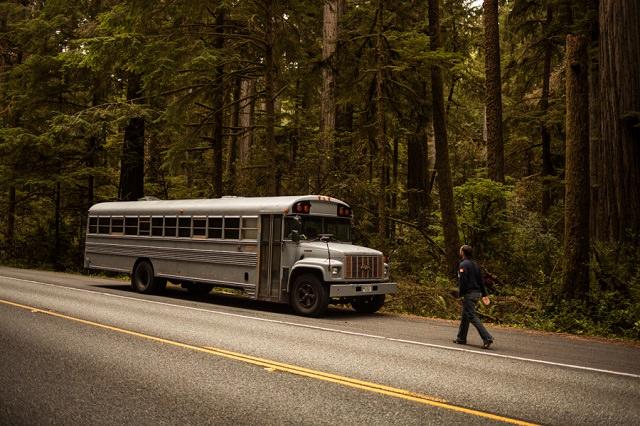 vechi autobuz de scoala arhitect ingenios cu casa la plimbare