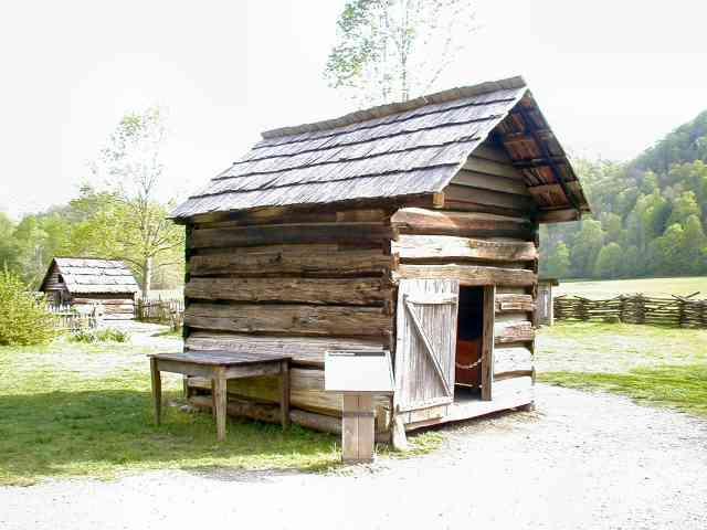 afumătorie din lemn in zona de munte - vremea afumaturilor
