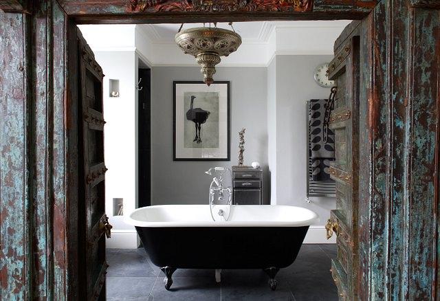 baie in tonuri de gri
