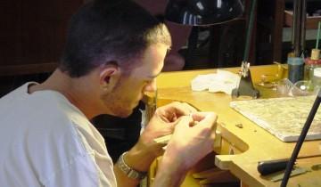 Masă de lucru din lemn pentru bijutier
