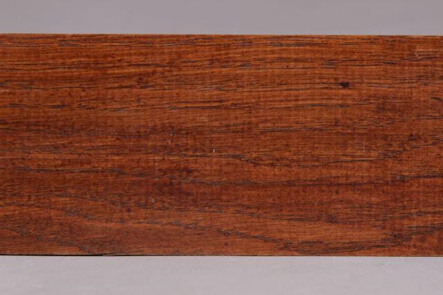 coniac pe suport de stejar detaliu