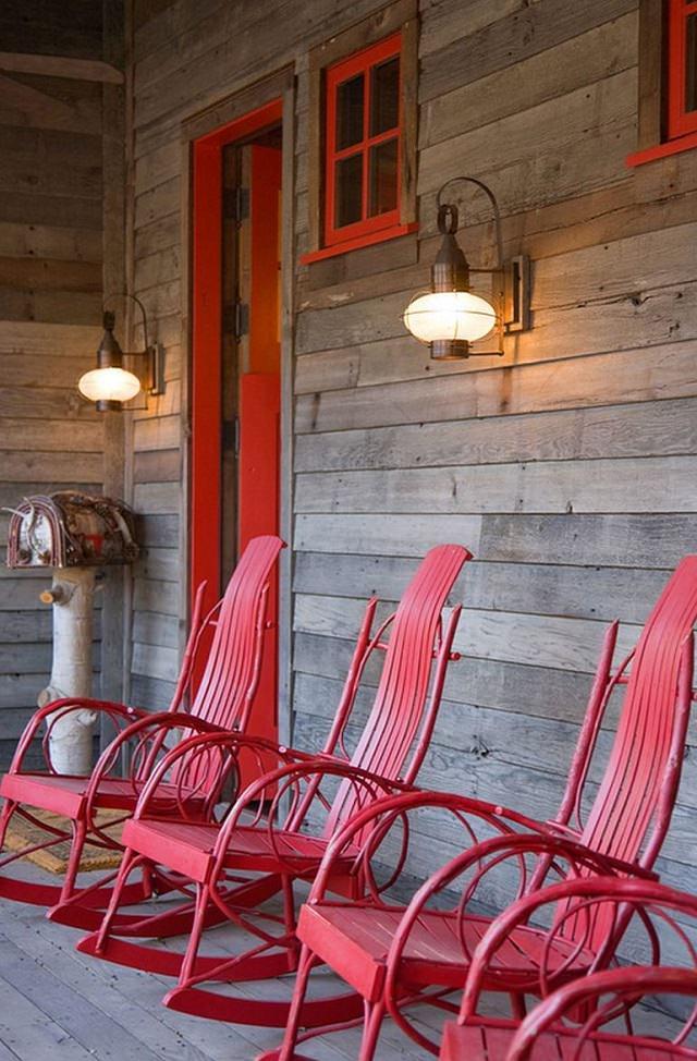prispa cu scaune rosii