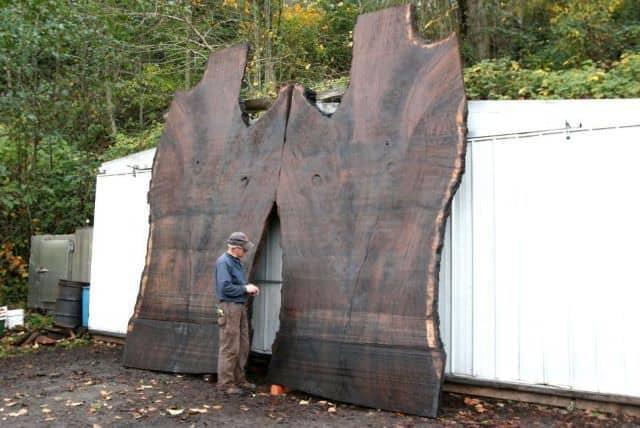 Niște obiecte din lemn masiv