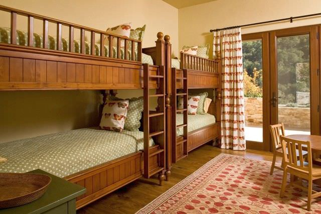mobila din lemn pentru copii