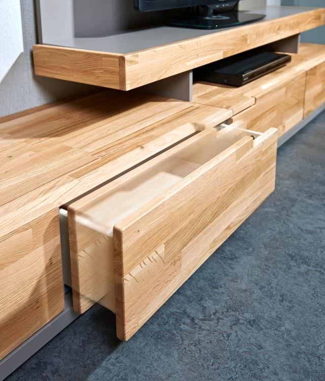 mobila din lemn masiv si MDF