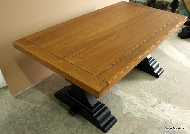 mobila din lemn masiv - masa antichizata